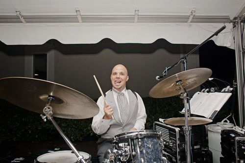 Groom drums